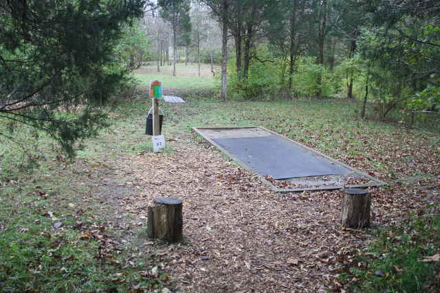 picture of disc golf station